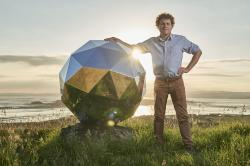 Peter Beck a jeho dílo. Kredit: Rocket Lab.