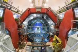 Otevřený magnet experimentu ALICE vyfocený před tím, než se uvnitř něho nainstalovaly detektory (zdroj CERN).