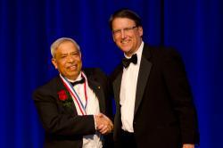 Jay Narayan sguvernérem Severní Karolíny. Kredit: NCSU.