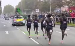 Laserem navádění běžci.