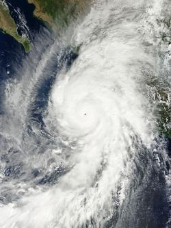Hurikán Patricia se blíží kzápadnímu Mexiku. Kredit: MODIS / NASA's Terra.