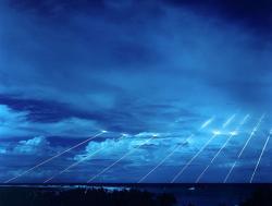 """Test střely Peacekeeper svíce hlavicemi. Princip vzájemně zaručeného zničení funguje i s """"tradičními"""" jadernými zbraněmi. Kredit: David James Paquin / Wikimedia Commons."""