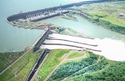 Přehrada a vodní elektrárna Itaipu (zdroj Wikipedie).