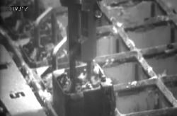 Přemisťování palivových souborů z bazénu třetího bloku (zdroj TEPCO).