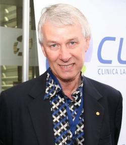 Sir Richard J. Roberts (2007). Kredit: paloma.cl / Wikimedia Commons.