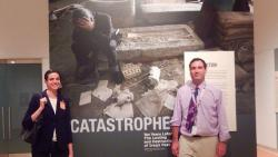 Katharyn Hanson vlevo. Kredit: Royal Ontario Museum.