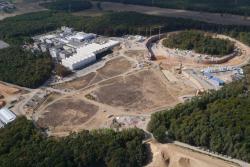 Stav prací na staveništi zařízení FAIR na konci roku 2018 (zdroj FAIR).