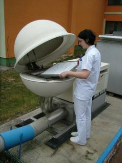 Výměna aerosolového filtru (zdroj SÚRO).