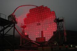 Gama teleskop MAGIC, La Palma, Kanárské ostrovy. Kredit: Robert Wagner / Wikimedia Commons.