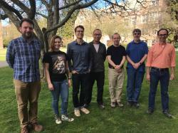 Tým fúze Z-pinch. Uri Shumlak zcela vpravo. Kredit: University of Washington.