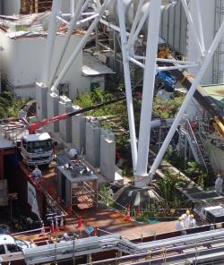 Prověřování stavu kanalizační jímky společného systému havarijní ventilace páry prvního a druhého bloku se provádělo na dálku (zdroj TEPCO).
