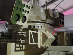 Šipka ukazuje na kontejner smimiraketami splochou dráhou letu. Kredit: QQ.com.