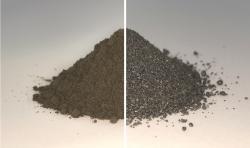 Vlevo regolit, vpravo regolit po elektrolýze tavených solí. Kredit: ESA.