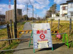 Uzavřená zóna ve městě Kašiwa, poblíž Fukušimy. Kredit: Abasaa / Wikimedia Commons.