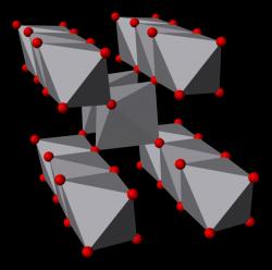 Struktura oxidu vanadičitého. Kredit: Ben Mills / Wikimedia Commons.