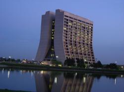 Atmosfére Fermilabu. Kredit: WMGoBuffs / Wikimedia Commons.