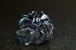 Nikoliv nanočástice, ale řekněme makročástice karbidu křemíku. Kredit: dokola / Wikimedia Commons.