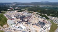 Výstavba tokamaku ITER (září 2020). Kredit: Macskelek, CC BY-SA 4.0