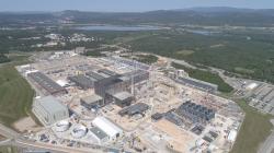 Evropský tokamak ITER, 26. září 2020. Kredit: Macskelek / Wikimedia Commons.