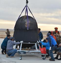 Návratová kapsle čínského satelitu SJ-10 v níž se myší embrya v severní Číně vrátila na Zem. (Kredit Xinhua)