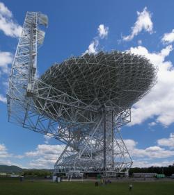 Teleskop Green Bank zatím přežije. Kredit: Geremia / Wikimedia Commons.