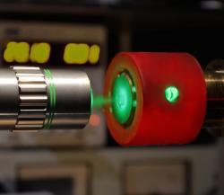 Ramanova spektroskopie extrémně stlačeného vodíku. Kredit: Philip Dalladay-Simpson & Eugene Gregoryanz.