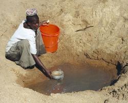 V subsaharské Africe to není s pitnou vodou jednoduché. Kredit: Bob Metcalf / Wikimedia Commons.