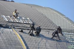 Práce na novém sarkofágu (zdroj Černobylská jaderná elektrárna).
