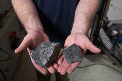 Kusy horniny používané kbalistickým testům. Kredit: NASA.