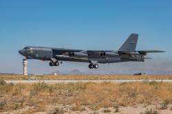 Nedávný letový test bombardéru B-52 se dvěma klasickými hyperosonickými střelami AGM-183A. Kredit: Matt Williams/US Air Force.