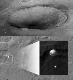 Nahoře – lander phoenix na padáku. Dole – přistávající Curiosity. Zdroj: http://www.americaspace.com/