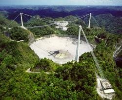 Radioteleskop Arecibo. Kredit: NSF.