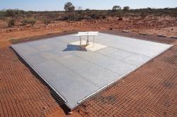 Experiment EDGES vrudé pustině Západní Austrálie. Kredit: Suzyj / Wikimedia Commons.