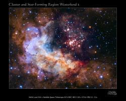 """Letošní výroční snímek HST, který NASA uvolnila teprve včera. Mladá hvězdokupa Westerlund 2 čítající na 3 000 hvězd nacházející se ve vzdálenosti 20 000 světelných let od nás z našeho pohledu v oblasti souhvězdí Lodního kýlu. Kupa se zformovala před necelými dvěma miliony let a obsahuje jedny z nejjasnějších a nehmotnějších hvězd v naší Galaxii. Jejich intenzivní ultrafialové záření doslova """"rozfoukává"""" oblaka vodíkového plynu. Zdroj: http://hubblesite.org/"""