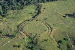 Geoglyf vAmazonii. Kredit: J. Watling.