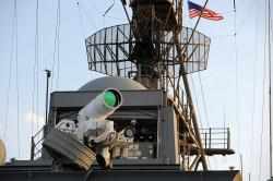 Laser na palubě USS Ponce. Kredit: U.S. Navy / John F. Williams.