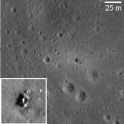 Místo přistání Luny 16 (zdroj M. S. Robinson et al.).