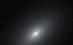 Eliptická galaxie NGC 4697. Kredit: NASA.