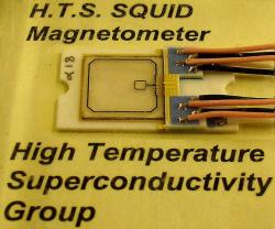 SQUID magnetometr. Kredit: Zureks / Wikimedia Commons.