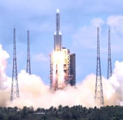 Start sondy Tchien-wen-1 pomocí rakety Dlouhý pochod 5 (zdroj Wiki/China News Service).