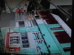Stavba zastřešení patra s bazénem (zdroj TEPCO).