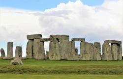 Stonehenge (zdroj Ken Fulton Almazan, Wikimedia Commons).