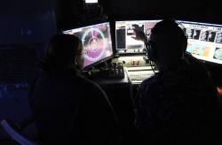 Řízení palby laseru LaWS na USS Ponce. Kredit: US Navy.