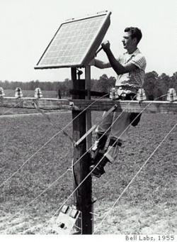 Testy použití prvních slunečních panelů s bellovskými solárními články ve městě Americus v Georgii (zdroj J. Perlin, NREL, 2004).