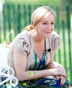 Joanne Rowlingová (2010). Kredit: Daniel Ogren / Wikimedia Commons.