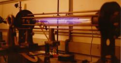 Starší zařízení typu Z-pinch vlaboratoři (1986). Kredit: Sandpiper / Wikimedia Commons.