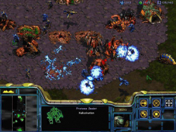 StarCraft. Útok Protossů na kolonii Zergů. Kredit: Wired News / Wikimedia Commons.
