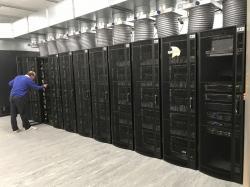 Neuromorfní superpočítač SpiNNaker. Kredit: University of Manchester.