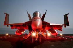 Super Hornet na palubě letadlové lodi. Kredit: US Navy.