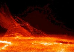 Divoké plazma na našem Slunci. Kredit: Hinode JAXA/NASA.